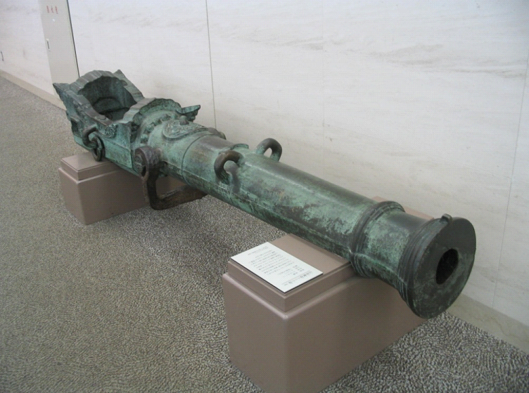 A Japanese breech-loading swivel gun of the time of the 16th century, obtained by Ōtomo Sōrin.